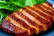 стейк из окорока свинина готовый